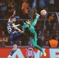 Galatasaray - Fenerbahçe maçının unutulmaz capsleri