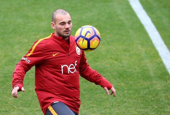 Sneijder transfer iddialarına cevap verdi