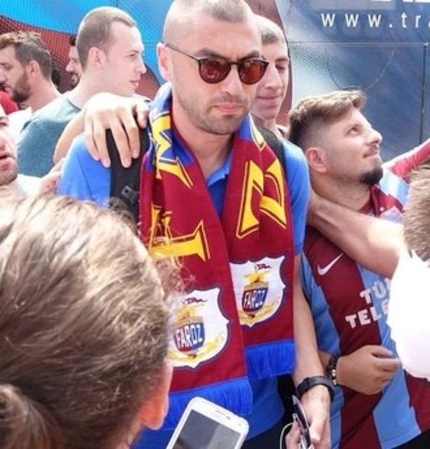 Trabzonspor kafilesi meşalelerle uğurlandı