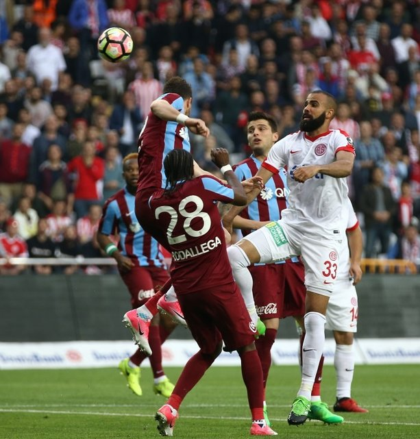 Antalyaspor-Trabzonspor karşılaşmasından kareler