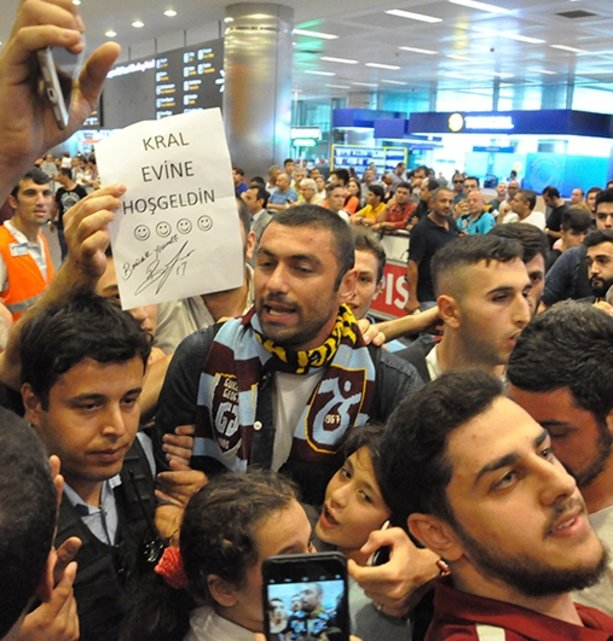Burak Yılmaza İstanbulda coşkulu karşılama