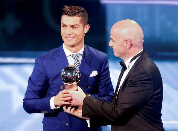 Yılın futbolcusu Cristiano Ronaldo seçildi